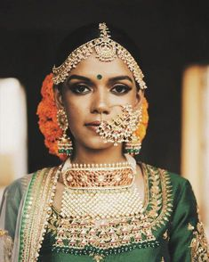 Make sure the wedding jewelry you plan to wear on your wedding day goes with your bridal dress. These wedding jewelry essentials will help you create an ideal wedding jewelry set for an Indian Bride. Indian Wedding Jewelry, Indian Bridal, Indian Jewelry, Indian Weddings, Bridal Necklace, Bridal Jewelry, Gold Jewelry, Headpiece Jewelry, Jewellery Earrings