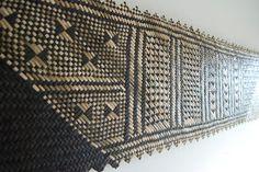 New Zealand Fibre Artist Flax Weaving, Weaving Art, Weaving Patterns, Basket Weaving, Polynesian Art, Maori Designs, Nz Art, Cafe Art, Maori Art