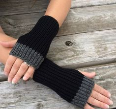 Womens Fingerless gloves Hand Warmers Texting Gloves Knit Gloves Wrist warmers black and grey Fingerless Gloves Knitted, Crochet Gloves, Knit Mittens, Knitted Blankets, Knitting Blogs, Baby Knitting Patterns, Hand Knitting, Texting Gloves, Wrist Warmers