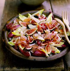 Fig, prosciutto, pear and witlof salad with pomegranate vinaigrette Feigen, Schinken, Birnen und Salat mit Granatapfelvinaigrette Pomegranate Recipes, Pear Recipes, Fruit Salad Recipes, Gourmet Recipes, Italian Recipes, Cooking Recipes, Healthy Recipes, Recipes Dinner, Gastronomia