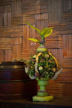 Flower Garlands, Flower Arrangements, Display, Flowers, Plants, Floor Space, Floral Arrangements, Billboard, Royal Icing Flowers