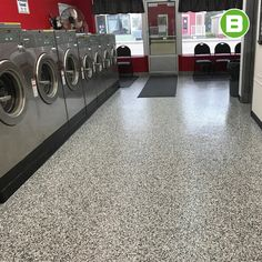 Vous avez un local à vocation commerciale? 🏫 Saviez-vous que le polyuréa avec flocons est un revêtement de plancher idéal qui sera résistant à l'usure et facile d'entretien. 💯  N'hésitez pas à nous écrire pour une soumission instantanée! 👇 Beton Surface, Vocation, Garage, Commercial, Washing Machine, Home Appliances, Design, Submission, Laundry Room