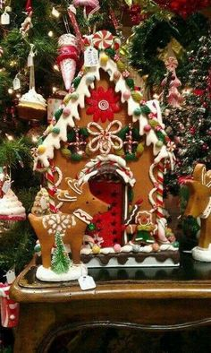 A Christmas Jammie Party. What a fun idea! we need to do gingerbread houses at our Christmas jammie party Gingerbread House Parties, Christmas Gingerbread House, Noel Christmas, Christmas Goodies, Christmas Baking, Christmas Treats, All Things Christmas, Christmas Decorations, Gingerbread Houses