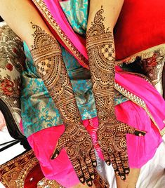 Henna is the most traditional part of weddings throughout India. Let us go through the best henna designs for your hands and feet! Henna Hand Designs, Wedding Henna Designs, Indian Henna Designs, Modern Mehndi Designs, Mehndi Design Pictures, Mehndi Designs For Hands, Mehndi Images, Art Designs, Dulhan Mehndi Designs