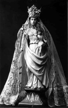Notre Dame de Toute Aide / 15 de Agosto / Año: 1652 / Lugar: Querrien, La Prénessaye, Bretaña,  Francia / Quince Apariciones de la Virgen a Jeanne Courtel.