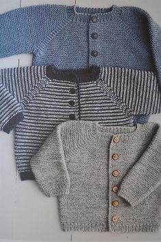 Daisies new knitting mills till 2015 absolutely klein new favorite cardigan and a striped lama – Artofit Knitting Patterns Boys, Knitting For Kids, Hand Knitting, Baby Clothes Patterns, Baby Patterns, Clothing Patterns, Toddler Dress, Baby Dress, Crochet Baby