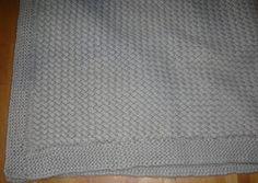 Comme très souvent lors des naissances mes envie de tricot se sont faites sentir (cf les couvertures  précédentes ).  Pour mon troisième ...