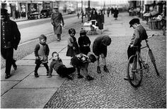 ernst thormann (arbeiterfotograf), 'Kein Spielplatz', Großstadtkinder, 1929