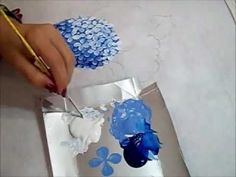 Painting hydrangeas by Ariane Cerveira - excellent blending and cluster techniques! Love the gradual shading too! Painting Videos, Painting Lessons, Painting Tips, Art Lessons, China Painting, Tole Painting, Fabric Painting, Painting & Drawing, Hydrangea Painting