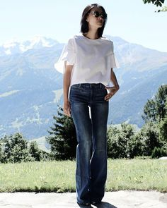 + #vogavoe#basics#jeans#top#tbt#springisintheair#casual#minimalistic#simple#whatiwear#styling#style#fashion#flare#outfit#fashion#trending#lessismore