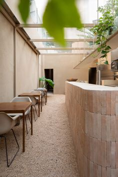Dois Trópicos has a calming earthy palette featuring local materials and crafts that MNMA chose to complement the functions of the wellness hub. Studio Foto, Interior Exterior, Interior Design, Design Interiors, Shop Interiors, Rue Verte, Concrete Stairs, Door Sets, Outdoor Areas