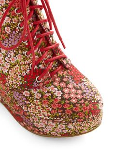Walking garden wedge by Modcloth