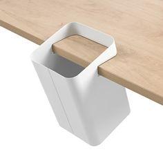 CrousCalogero_MADEDESIGN_Lugano_PaperBin_Hanging Ligne pure Incrusté dans la table La poubelle et la table ne font qu'un Bois qui traverse, valorise la poubelle