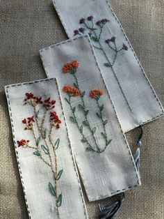 Ideas for embroidered bookmarks Hand Embroidery Videos, Hand Embroidery Patterns, Ribbon Embroidery, Embroidery Art, Cross Stitch Embroidery, Fabric Crafts, Sewing Crafts, Embroidered Gifts, Flower Embroidery Designs