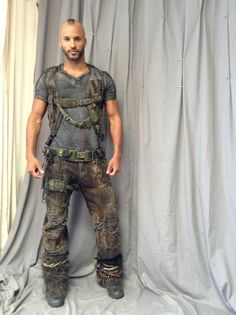 I have a ridiculously clear vision of Ricky Whittle as Reyes in @daryndajones book series Charley Davidson.