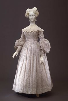 """Day dress in cotton batiste printed in lily """"marbré"""" pattern; French manufacturer,  1835-1838 ca."""