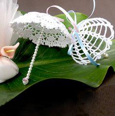 What a beautiful Christmas wreath - Salvabrani Thread Crochet, Crochet Doilies, Crochet Flowers, Handmade Christmas Decorations, Christmas Crafts, Crochet Gifts, Crochet Baby, Crochet Dreamcatcher, Fabric Christmas Trees