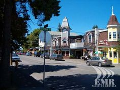 Chemainus BC is an incredible little town on Vancouver Island that boasts beautifully painted murals and Vancouver City, Vancouver British Columbia, Vancouver Island, Wonderful Places, Great Places, Places To See, Pacific Coast, West Coast, Dinner Theatre