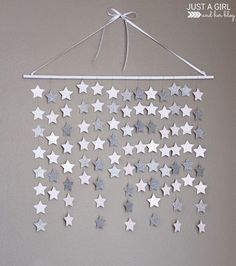 This simple and beautiful falling star wall hanging would be so perfect in a nursery or little girl's room, or even for Christmas decor!!