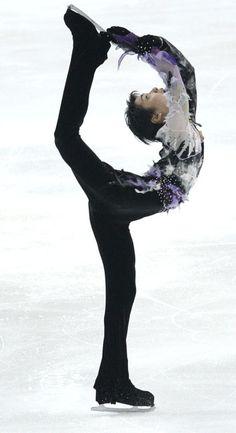 3位につけた羽生結弦の演技=2011年2月18日、四大陸選手権、AP
