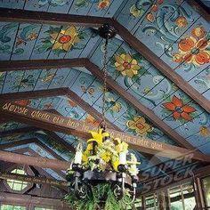 Norwegian style rosemaling painting on the ceiling - beautiful. Norwegian Style, Norwegian House, Swedish Style, Scandi Style, Rustic Style, Norwegian Rosemaling, Decor Scandinavian, Deco Boheme, Bohemian Decor