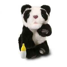 Panda Cub - Robot interactiv, pui de animal, imbracat cu plus ; reactioneaza la atingere pe cap ; zgomote realiste se linisteste cu biberonul.