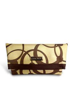 Clutch Phiona Dourada.  Perfeita para festa de final de ano. Clutch bag metalizada.