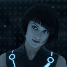 In the upcoming movie Tron: Legacy Olivia Wilde plays the character Quorra, pretty much the ultimate nerd fantasy. It took me a minute to recognize her with the cute short bob-cut with bangs hairst… Zooey Deschanel, Olivia Wilde Tron Legacy, Hairstyles With Bangs, Straight Hairstyles, Die Wilde 13, Selena Gomez, Barefoot Girls, Short Straight Hair, Skin Makeup