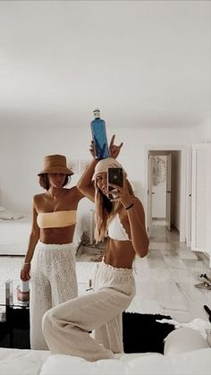 Gallery | alnondmilk | VSCO Best Friend Pictures, Friend Photos, Foto Best Friend, Mode Outfits, Fashion Outfits, Shotting Photo, Mode Ootd, Summer Goals, Summer Aesthetic