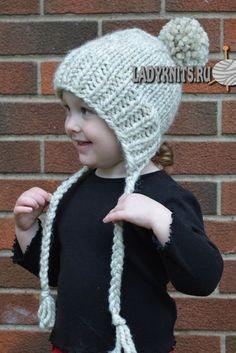 Вязаная спицами теплая детская шапочка с завязками