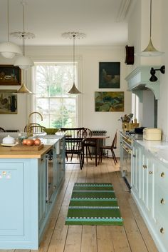 perfect Georgian townhouse remodeled to utter perfection Gorgeous York townhouse with a Classic English kitchen from deVOLGorgeous York townhouse with a Classic English kitchen from deVOL New Kitchen, Kitchen Dining, Kitchen Decor, Kitchen Cabinets, Kitchen Size, Eclectic Kitchen, Blue Cabinets, Green Kitchen Island, Kitchen Ideas