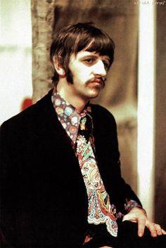 Richard L. Starkey♥♥groovy shirt and tie Funky Shirts, Richard Starkey, She Loves You, The Fab Four, Flower Boys, Ringo Starr, George Harrison, Great Bands, Paul Mccartney