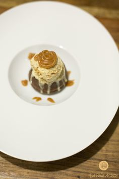 Chef Thierry Manda's mi-cuit au chocolat caramel beurre salé et sa boule de glace.