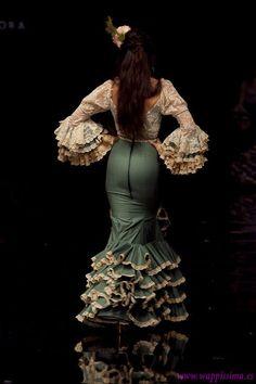 Flamingo Dress, Beautiful Latina, Perfect Prom Dress, Spanish Style, Ethnic, Prom Dresses, Racing, Fantasy, Jeans