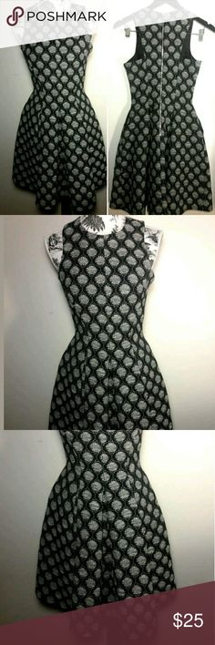 H&M Dress Women's Size 2 Black White Design H&M Women's Black & White Dress Size 2 Super Cute. A Must Have!  Pre-owned in Excellent condition  Thank you for Looking & Sharing Happy Poshing😄 H&M Dresses