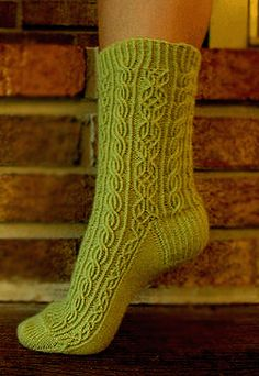 Bayerische sock from Eunny Jang. I can't even believe I'm considering this. My crazy has reached Red Alert status. Diy Knitting Socks, Crochet Socks, Knit Or Crochet, Hand Knitting, Knitting Videos, Knitting Projects, Little Cotton Rabbits, Wool Socks, Boot Cuffs