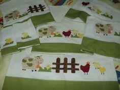 lençol de berço padrão americano em percal 200 fios com fronha com aplique em tecido R$ 68,00