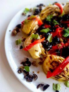SATURDAY NIGHT SALAD - Insalata di finocchi grigliati e peperoni arrostiti con olive e capperi Vai alla ricetta: http://slelly.blogspot.it/2014/04/insalata-di-finocchi-grigliati-e.html