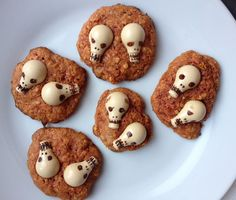 Super cute easy to make Halloween cookies! Carrot Cookies, Halloween Cookies, Quick Easy Meals, White Chocolate, Carrots, Coconut, Baking, Desserts, How To Make