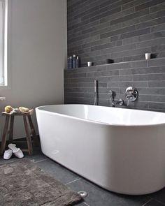 88 vind-ik-leuks, 1 reacties - MAKEOVER.NL (@makeover.nl) op Instagram: 'Een vrijstaand bad geeft al snel een luxe sfeer in de badkamer! #inspiratie #badkamer #pinterest'