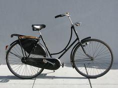 Mijn eerste grote fiets was ook zo'n opoefiets,vreselijk vond ik hem