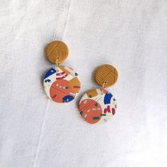 Abstract polymer clay dangle earrings by anna&bull Fimo Clay, Polymer Clay Projects, Handmade Polymer Clay, Resin Jewelry, Jewelry Crafts, Handmade Jewelry, Diy Earrings, Polymer Clay Earrings, Homemade Clay