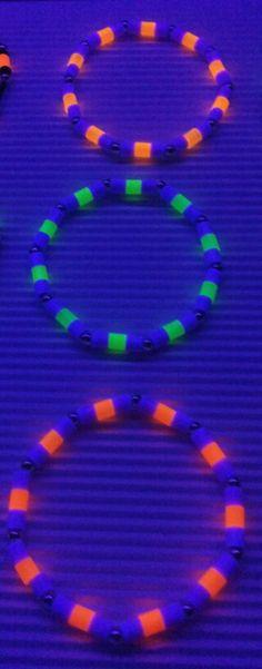 Neon Armbänder von Rose Moe Designerin
