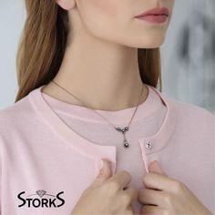 Şıklığınız, Storks Elmas Kolye İle Anlam Bulacak… Elmas Kolye 0.27ct H/Sı 🌐emekmucevher.com | ☎03122196060