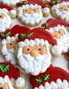 Aren't these Santa Cookies created with royal icing beautiful for Christmas and the holidays? Santa Cookies, Christmas Sugar Cookies, Galletas Cookies, Iced Cookies, Christmas Sweets, Cute Cookies, Christmas Cooking, Noel Christmas, Christmas Goodies