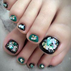 @nail.dearnail.eriko - Instagram:「#ネイル #ネイルアート #ネイルデザイン #ネイルデザイン2017 #nail #nailart #naildesign #nailstagram #フットジェル #フットネイル #footgel #footnail #ビッグシェル #キラキラネイル #シェルネイル…」 Pedicure Nail Art, Toe Nail Art, Manicure, Heart Nail Designs, Toe Nail Designs, Cute Pedicures, Heart Nails, 3d Nails, How To Do Nails