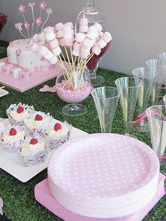 Love this party table, so pink and girly and gorgeous!