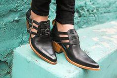 Holly Bobisuthi moon shoe concho set - pskaufmanfootwear