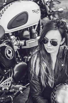 #Triumph girl Greta Garbo - Photo by Joanna Walasek Photography #motorcyclesgirls #chicasmoteras | caferacerpasion.com