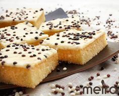 200 g leivontamargariinia 3 ½ dl maitoa 5 dl vehnäjauhoja 3 dl sokeria 3 tl Meira leivinjauhetta 2 tl Meira vaniljasokeria 3 munaa Kuorrute 1 dl vispi- tai kuohukermaa... Sweet Recipes, Cake Recipes, Finnish Recipes, Afternoon Tea Cakes, Cake Bars, Sweet Pie, Sweet And Salty, I Love Food, No Bake Cake